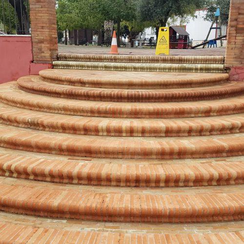 Finaliza el servicio de limpieza y reparación de mobiliario urbano en El Coronil