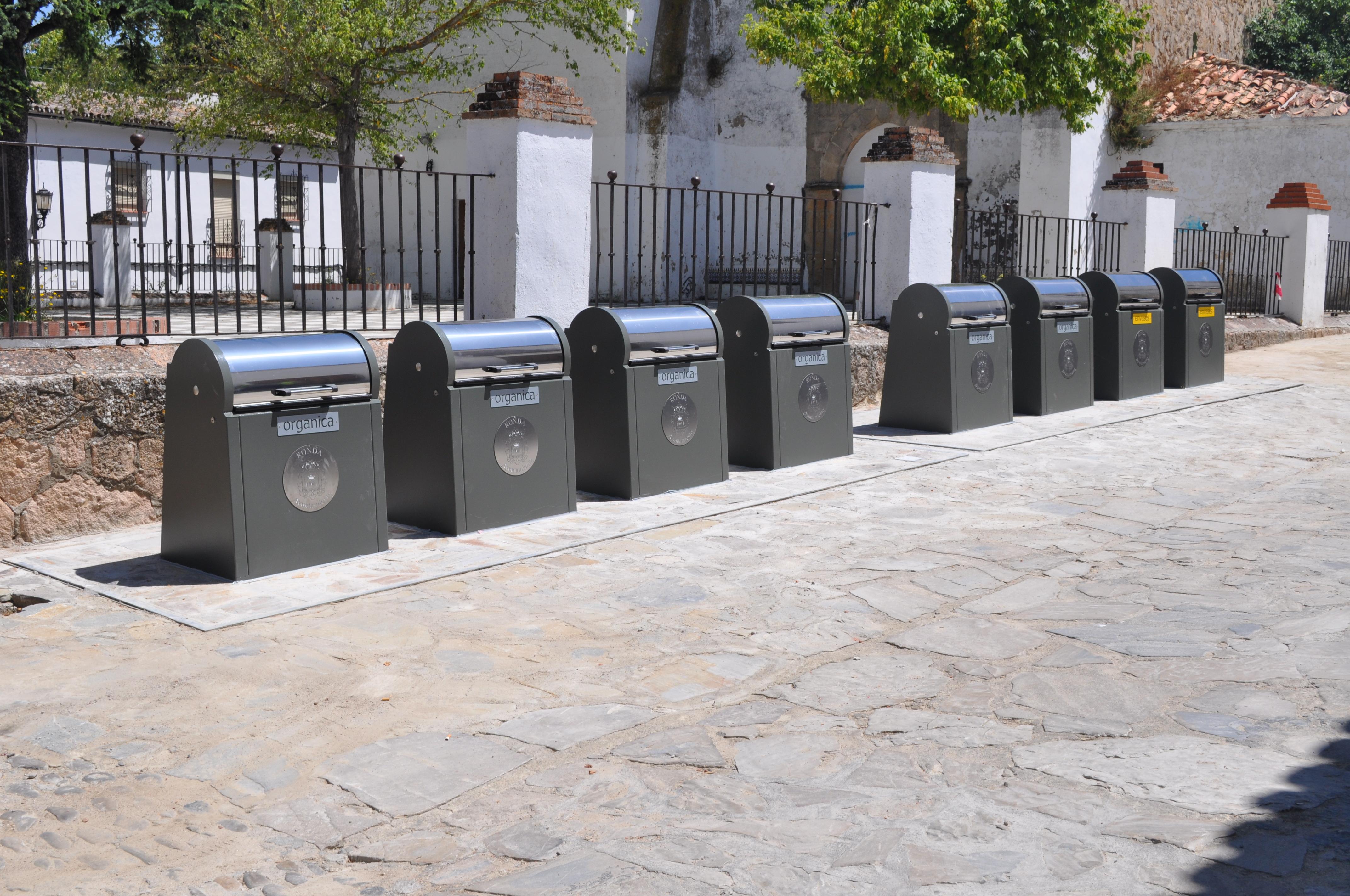 Contenedores soterrados de carga trasera: uso