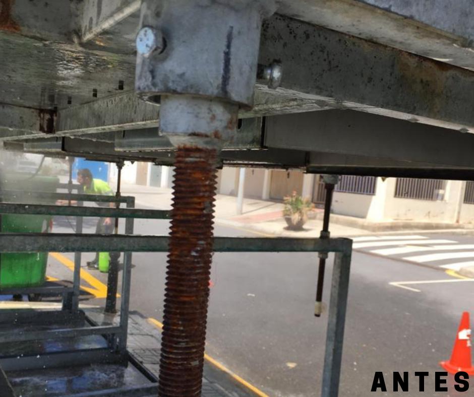mantenimiento-contenedores-soterrados-polopos-la-mamola