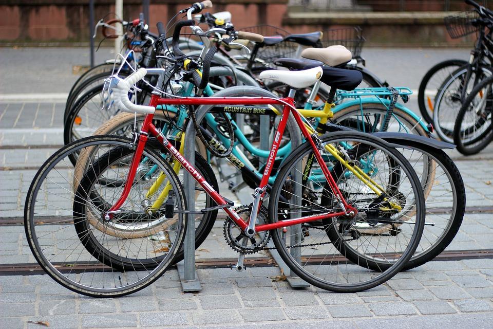 Movilidad sostenible: estacionamientos para bicicletas y patinetes