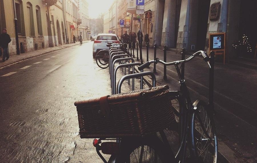 estacionamientos para bicicletas y patinetes